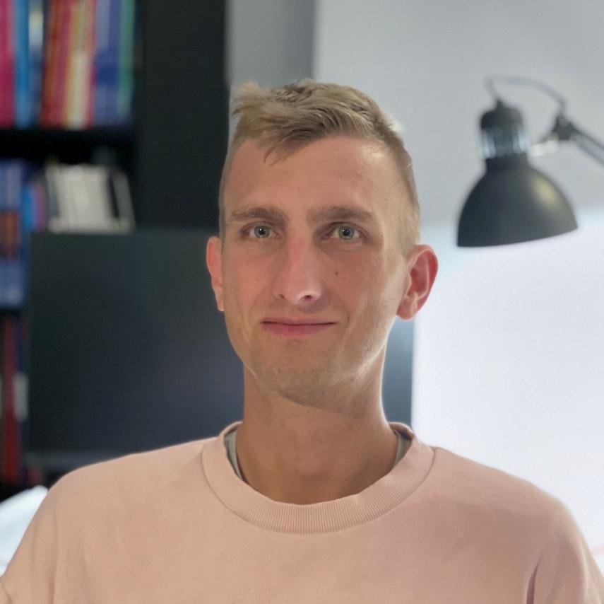 Krzysztof Gronek - nauczyciel fizyki w renomowanym V LO im. J. Poniatowskiego oraz na kursach maturalnych don't know yet